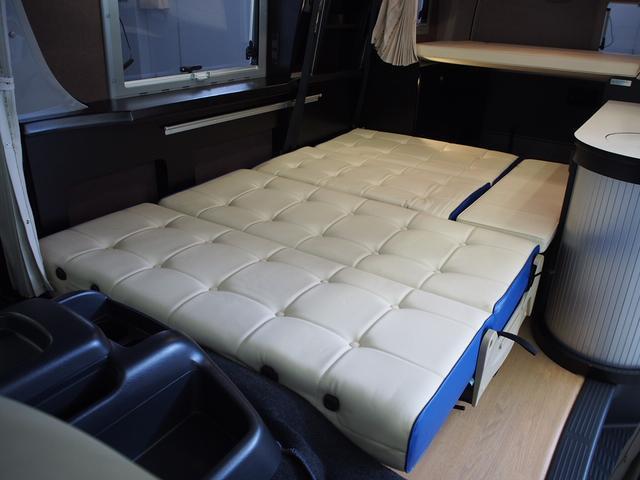 トイファクトリー バーデングランデ 4WD シャワーフォーセット付きシンク 給排水ポリタンク各13L ツインサブバッテリー 外部充電 エアロソーラー FFヒーター 冷蔵庫 1500Wインバーター(5枚目)
