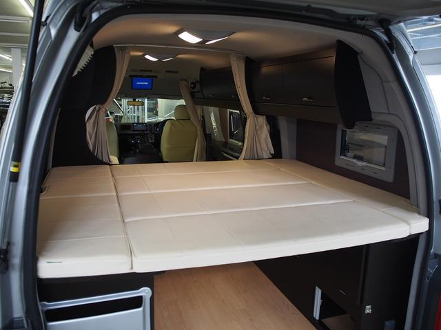 トイファクトリー バーデングランデ 4WD シャワーフォーセット付きシンク 給排水ポリタンク各13L ツインサブバッテリー 外部充電 エアロソーラー FFヒーター 冷蔵庫 1500Wインバーター(6枚目)