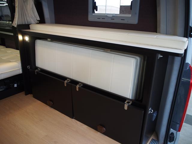 トイファクトリー バーデングランデ 4WD シャワーフォーセット付きシンク 給排水ポリタンク各13L ツインサブバッテリー 外部充電 エアロソーラー FFヒーター 冷蔵庫 1500Wインバーター(7枚目)