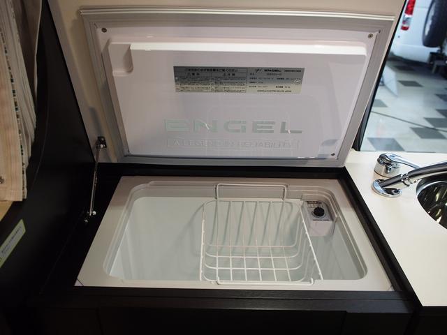 トイファクトリー バーデングランデ 4WD シャワーフォーセット付きシンク 給排水ポリタンク各13L ツインサブバッテリー 外部充電 エアロソーラー FFヒーター 冷蔵庫 1500Wインバーター(12枚目)