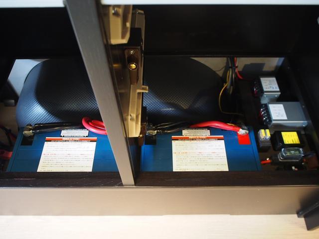 トイファクトリー バーデングランデ 4WD シャワーフォーセット付きシンク 給排水ポリタンク各13L ツインサブバッテリー 外部充電 エアロソーラー FFヒーター 冷蔵庫 1500Wインバーター(15枚目)