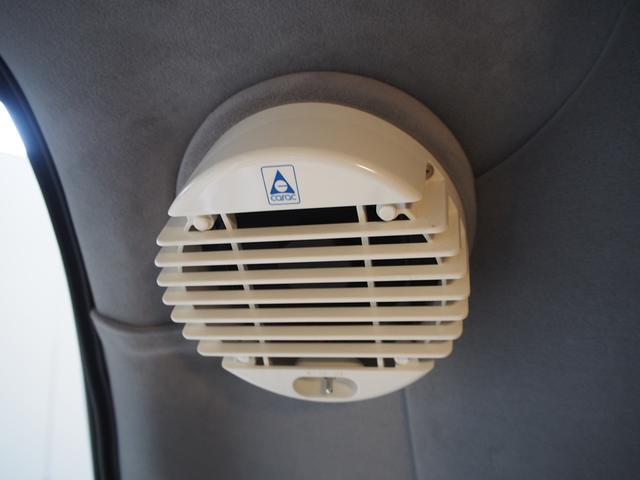 トイファクトリー バーデングランデ 4WD シャワーフォーセット付きシンク 給排水ポリタンク各13L ツインサブバッテリー 外部充電 エアロソーラー FFヒーター 冷蔵庫 1500Wインバーター(16枚目)