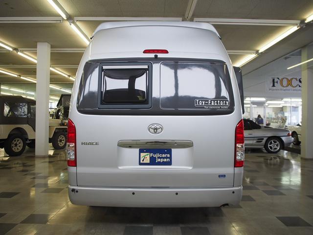 トイファクトリー バーデングランデ 4WD シャワーフォーセット付きシンク 給排水ポリタンク各13L ツインサブバッテリー 外部充電 エアロソーラー FFヒーター 冷蔵庫 1500Wインバーター(23枚目)