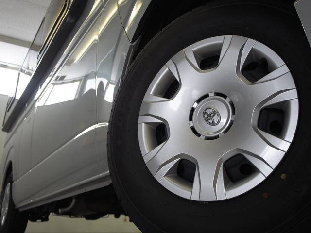 トイファクトリー バーデングランデ 4WD シャワーフォーセット付きシンク 給排水ポリタンク各13L ツインサブバッテリー 外部充電 エアロソーラー FFヒーター 冷蔵庫 1500Wインバーター(27枚目)