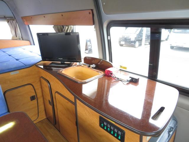 RVビックフット リトルノオクタービア 4WD 冷蔵庫 FFヒーター ツインサブバッテリー シンク 給排水ポリタンク10L ルーフベント 外部J電源 純正SDナビ 地デジ バックカメラ 社外15AW(6枚目)