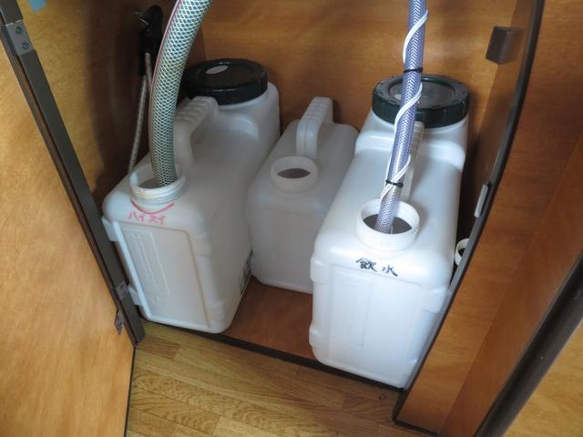 RVビックフット リトルノオクタービア 4WD 冷蔵庫 FFヒーター ツインサブバッテリー シンク 給排水ポリタンク10L ルーフベント 外部J電源 純正SDナビ 地デジ バックカメラ 社外15AW(9枚目)