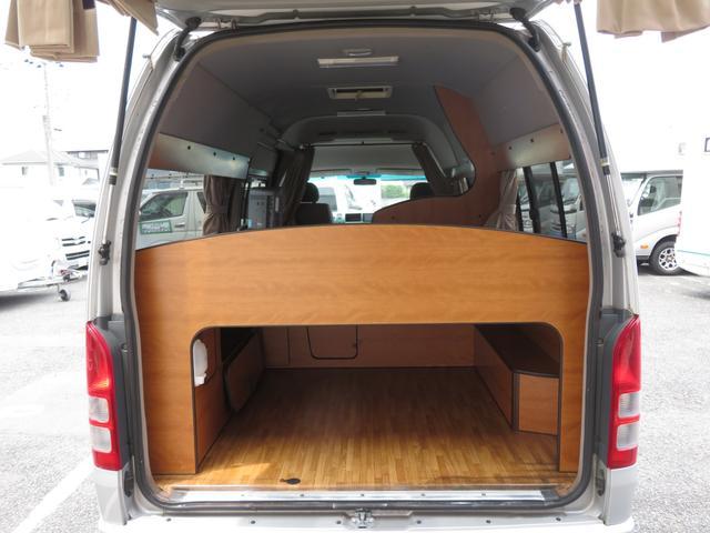 RVビックフット リトルノオクタービア 4WD 冷蔵庫 FFヒーター ツインサブバッテリー シンク 給排水ポリタンク10L ルーフベント 外部J電源 純正SDナビ 地デジ バックカメラ 社外15AW(16枚目)