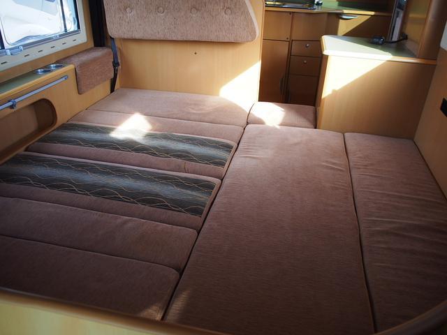 フロアベッド 185cm×125cm+150cm×47cm 大人2名+子供1名の就寝が可能です!