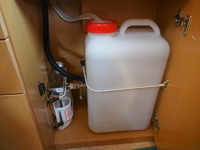 給水ポリタンク19L コンロはカセットガス仕様となっております!