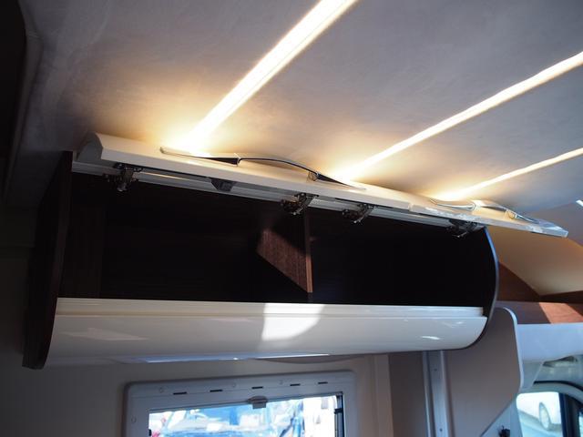 フィアットデュカト ローラーチーム リビエラ85XT ディーゼルターボ ワンオーナー 3バーナーコンロ 冷蔵庫 温水ボイラー FFヒーター 家庭用エアコン ソーラーパネル トイレ 充電器 インバーター(9枚目)
