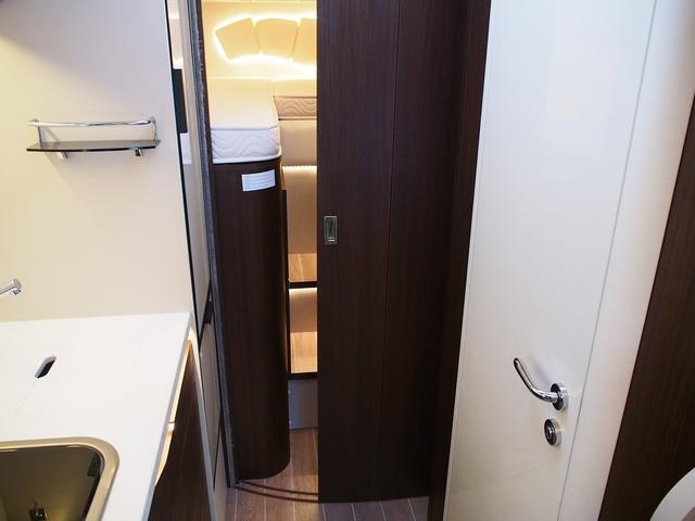 フィアットデュカト ローラーチーム リビエラ85XT ディーゼルターボ ワンオーナー 3バーナーコンロ 冷蔵庫 温水ボイラー FFヒーター 家庭用エアコン ソーラーパネル トイレ 充電器 インバーター(13枚目)