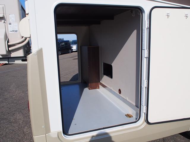 フィアットデュカト ローラーチーム リビエラ85XT ディーゼルターボ ワンオーナー 3バーナーコンロ 冷蔵庫 温水ボイラー FFヒーター 家庭用エアコン ソーラーパネル トイレ 充電器 インバーター(17枚目)