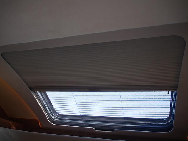 フィアットデュカト ローラーチーム リビエラ85XT ディーゼルターボ ワンオーナー 3バーナーコンロ 冷蔵庫 温水ボイラー FFヒーター 家庭用エアコン ソーラーパネル トイレ 充電器 インバーター(22枚目)