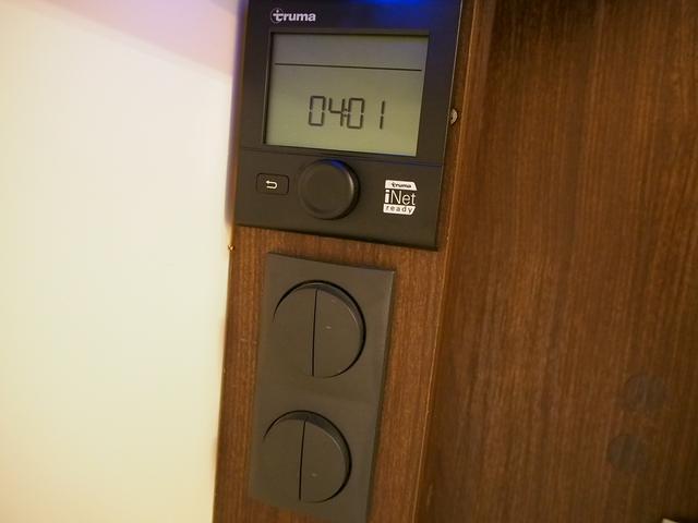 フィアットデュカト ローラーチーム リビエラ85XT ディーゼルターボ ワンオーナー 3バーナーコンロ 冷蔵庫 温水ボイラー FFヒーター 家庭用エアコン ソーラーパネル トイレ 充電器 インバーター(24枚目)