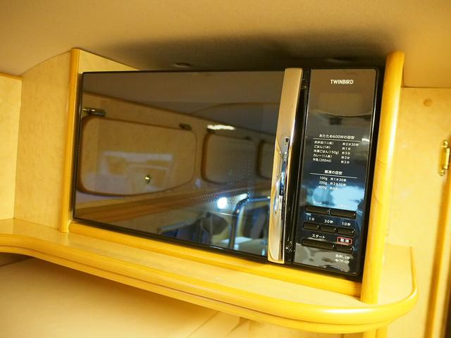 FOCS Di 4WD FFヒーター 寒冷地仕様 ソーラーパネル インバーター ツインサブ シンク 冷蔵庫 電子レンジ FFヒーター マックスファン レザーシート加工 フリップダウンモニター(8枚目)