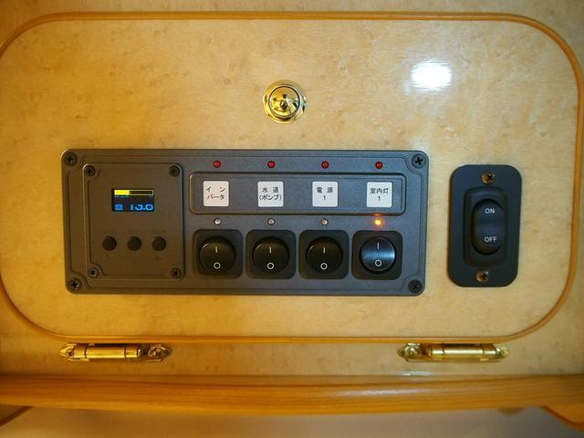 FOCS Di 4WD FFヒーター 寒冷地仕様 ソーラーパネル インバーター ツインサブ シンク 冷蔵庫 電子レンジ FFヒーター マックスファン レザーシート加工 フリップダウンモニター(9枚目)