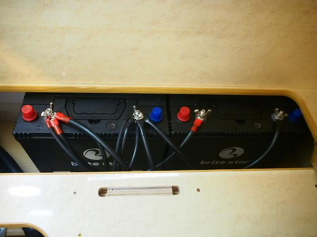 FOCS Di 4WD FFヒーター 寒冷地仕様 ソーラーパネル インバーター ツインサブ シンク 冷蔵庫 電子レンジ FFヒーター マックスファン レザーシート加工 フリップダウンモニター(43枚目)