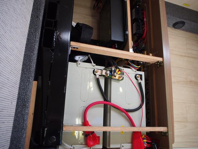 ベースグレード カムロード バンテック コルドバンクス FFヒーター シンク 2バーナーコンロ 冷蔵庫 液晶テレビ BSアンテナ Wサブバッテリー 充電機 インバーター FFヒーター サイドオーニング リアクーラー(16枚目)