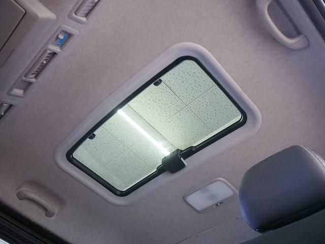 スーパーGL ダークプライム MRT タイプII 社外サンルーフ 4WD 純正SDナビ 地デジ 純正LEDヘッド ETC Bモニター LSD ハーフレザー ウッドコンビ ベッドキット サブバッテリー 床板張り AC100V(13枚目)