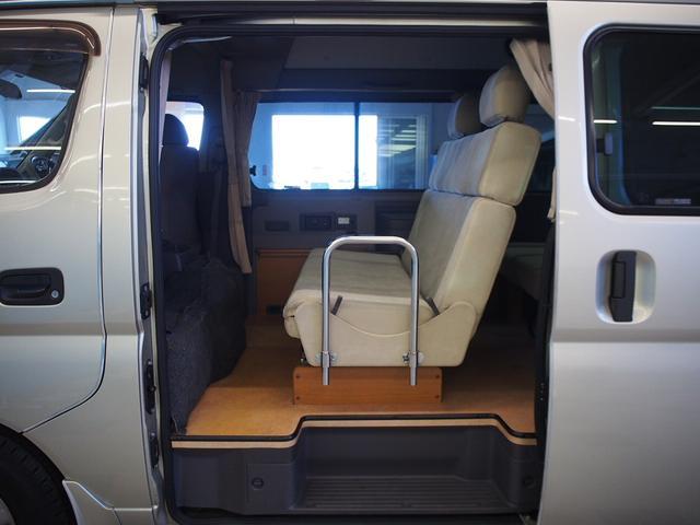 レクビィ サライ 4WD 乗車定員8名 社外SDナビ 地デジ Bモニター Rクーラー Rヒーター シンク給排水10Lポリタンク カセットコンロ サブバッテリー 外部充電器 走行充電 サイドオーニング(2枚目)