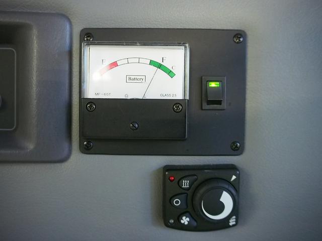 レクビィ サライ 4WD 乗車定員8名 社外SDナビ 地デジ Bモニター Rクーラー Rヒーター シンク給排水10Lポリタンク カセットコンロ サブバッテリー 外部充電器 走行充電 サイドオーニング(8枚目)