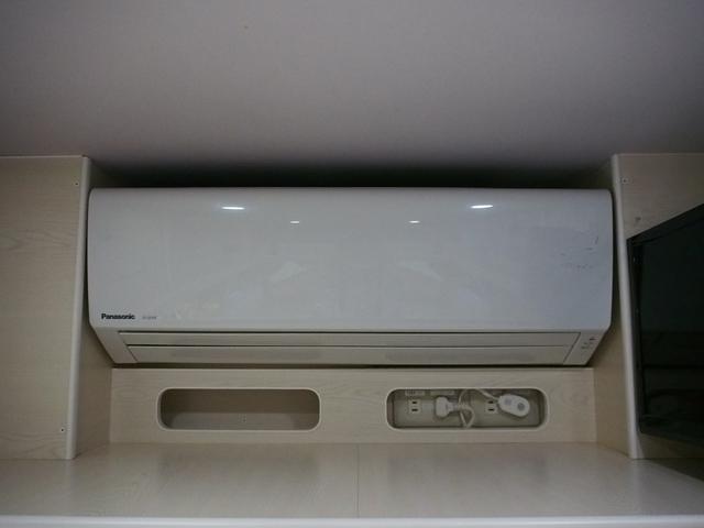 RVビッグフット W AC 4.7 社外ナビ 地デジ Bカメラ ETC ワンオーナー シンク 網戸エンゲル製DC冷蔵庫 19インチTV 4サブバッテリー インバーター FFヒーター 家庭用エアコン(6枚目)