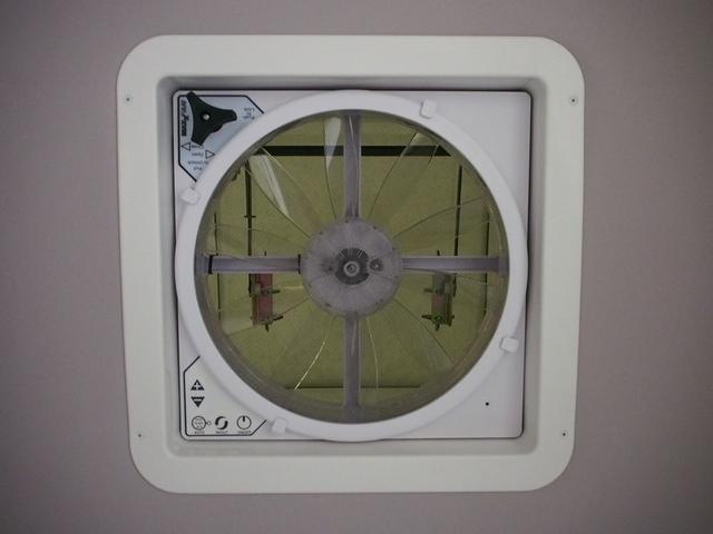 RVビッグフット W AC 4.7 社外ナビ 地デジ Bカメラ ETC ワンオーナー シンク 網戸エンゲル製DC冷蔵庫 19インチTV 4サブバッテリー インバーター FFヒーター 家庭用エアコン(12枚目)