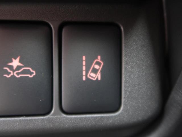 道路上の白線(黄線)を単眼カメラで認識し、ドライバーがウインカー操作を行わずに車線を逸脱する可能性がある場合、ブザーとディスプレイ表示による警報でお知らせしてくれます☆☆