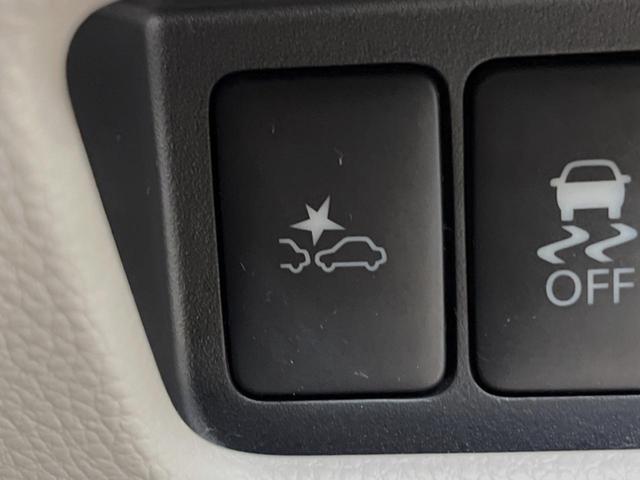 X SDナビ 全周囲カメラ フルセグTV 衝突軽減装置 パワスラ アイドリングストップ ETC クリアランスソナー インテリキー プライバシーガラス ドアバイザー(4枚目)