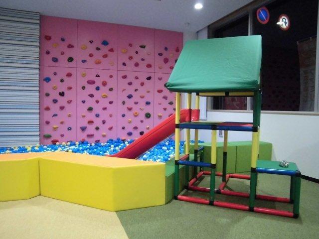 キッズスペースも充実しておりますので、小さなお子様連れでも安心して商談することが可能です。