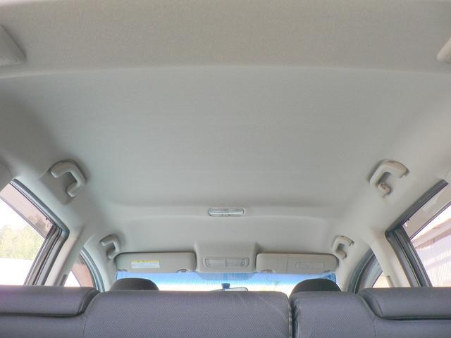 天井もとてもキレイな状態です。気になるタバコ臭や強い芳香剤のニオイもありませんので、これなら長距離ドライブでも快適に過ごしていただけます。