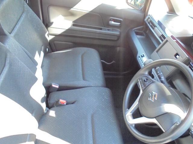 快適で乗り心地のよさを求めたワゴンRの運転席は、運転しやすいつくりになってます