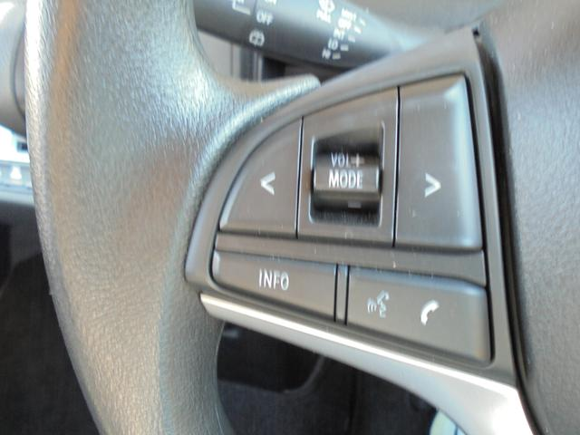 ハンドルを離さずオーディオ操作ができるステアリングオーディオスイッチがついてます!