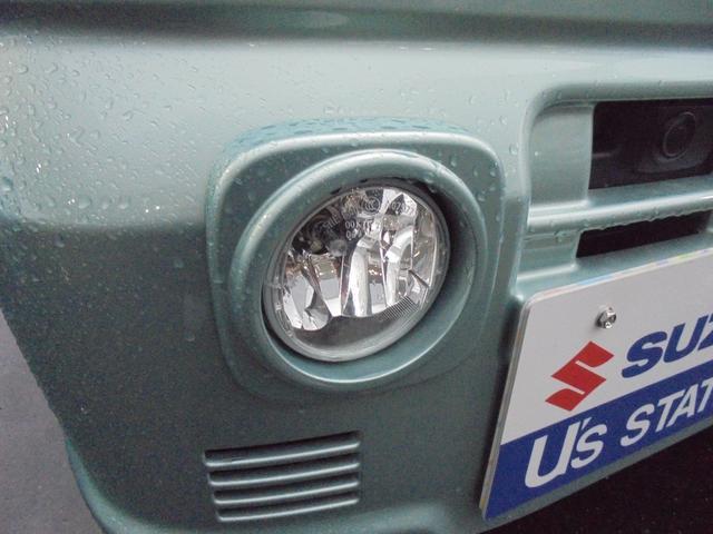 濃霧の状況で車の左右の視界の確保に大きな効果があるフォグランプ。