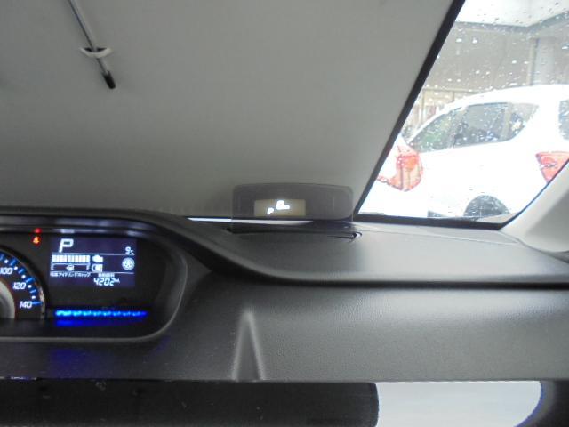 ヘッドアップディスプレイが出現!車速やシフト位置・警告などの情報を表示してくれます。
