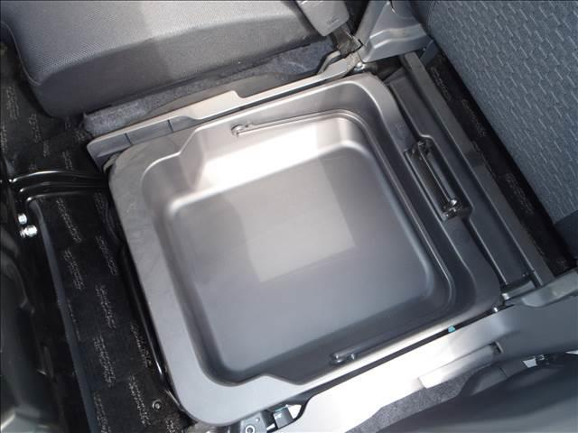 TS 4WDターボメモリーナビ両側パワスラアイドリングストップスマートキープッシュスタートシートヒーターオートライトキセノン本革巻ステア純正フルエアロ純正15AW(18枚目)