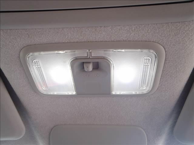 スポーツSAII 4WD ターボ ストラーダSDナビ フルセグ Bカメラ スマートアシスト2 エコアイドル MOMOステアリング パドルシフト ETC ハーフレザーシート シートヒーター LEDヘッドライト 2トーン(20枚目)