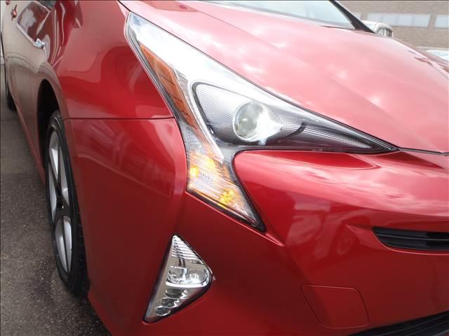 Sツーリングセレクション 4WDトヨタセーフティセンスPプリクラッシュレーダークルーズレーンアシストオートハイビームシートヒーターレザーシートリアソナースマートキープッシュスタート本革巻ステアS-VSC純正17AW(5枚目)
