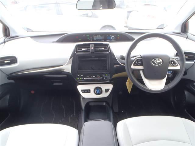 Sツーリングセレクション 4WDトヨタセーフティセンスPプリクラッシュレーダークルーズレーンアシストオートハイビームシートヒーターレザーシートリアソナースマートキープッシュスタート本革巻ステアS-VSC純正17AW(12枚目)