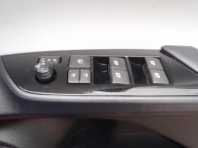 Sツーリングセレクション 4WDトヨタセーフティセンスPプリクラッシュレーダークルーズレーンアシストオートハイビームシートヒーターレザーシートリアソナースマートキープッシュスタート本革巻ステアS-VSC純正17AW(28枚目)