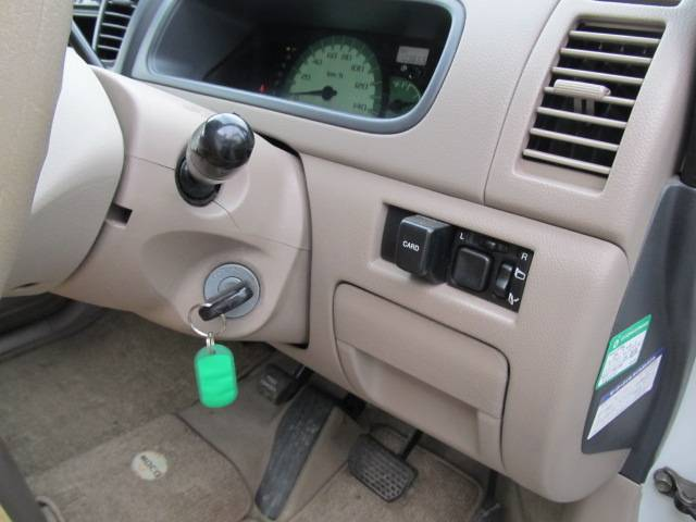 C 4WD シートヒーター キーレス CD フル装備(9枚目)