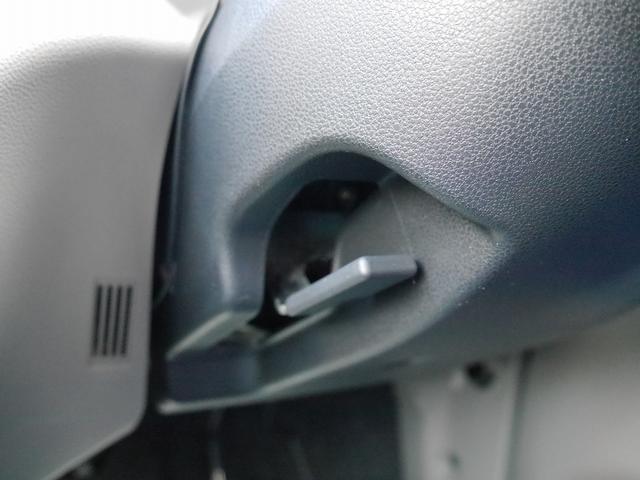 ■ステアリングチルトレバー。ハンドル位置の微調節ができます