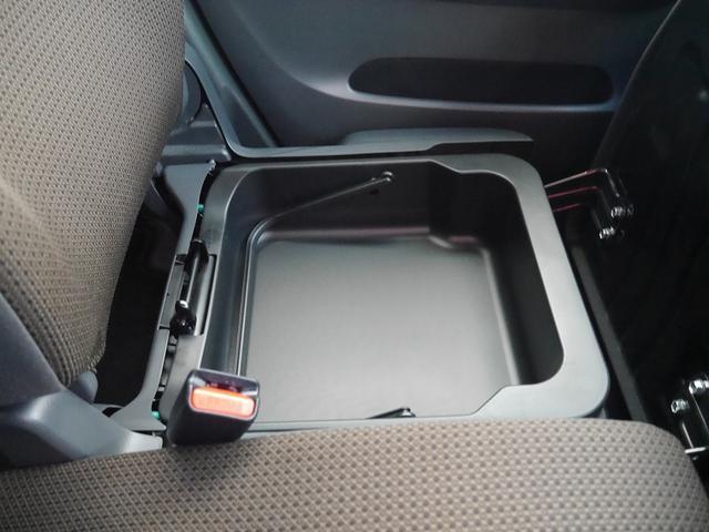 ■助手席の下に収納スペースがあります☆普段使わないものをここに閉まっておけば、車内をキレイに整頓できます♪