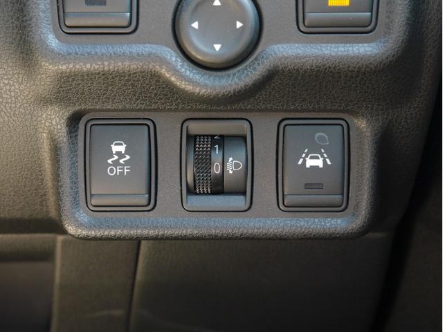 ■車が車線を踏み越えそうであると判断したときに警報音を鳴らしドライバーに知らせてくれる車線逸脱警報が装備されています☆