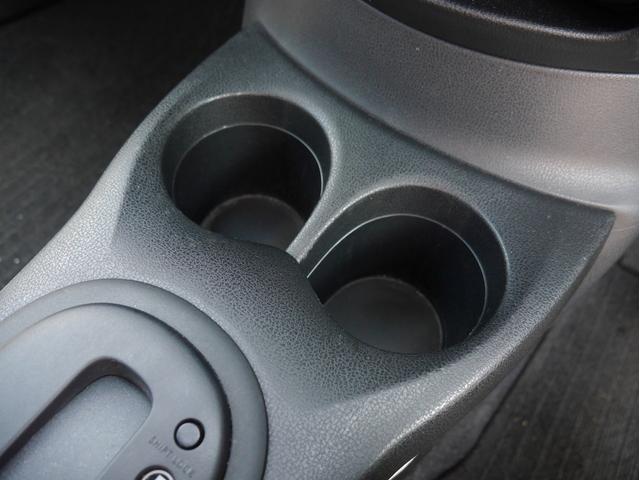 ■運転席側からも助手席側からも使えるカップホルダーです☆