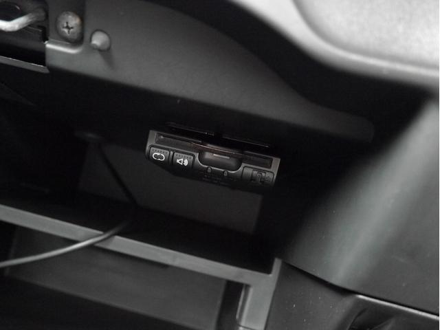 ■ETC車載器。ETCカードを挿入すれば、高速道路への乗り降りもスムーズです♪