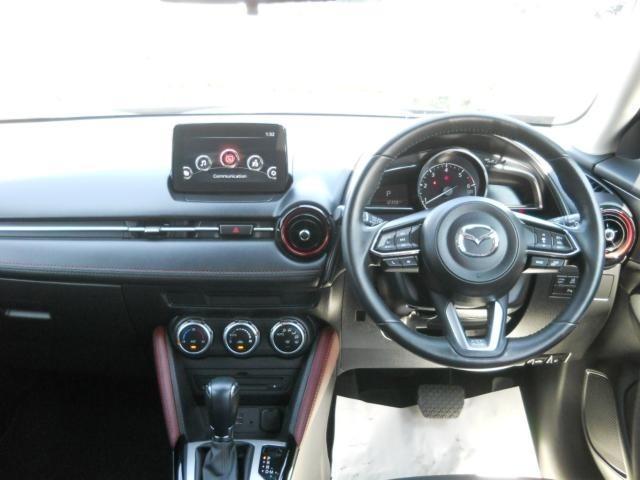 見晴らしのいいドライビングポジションと、運転の質を高める機能性に優れたコクピットを実現しつつ、デザイン性に優れ、上質さを感じさせるインテリア。
