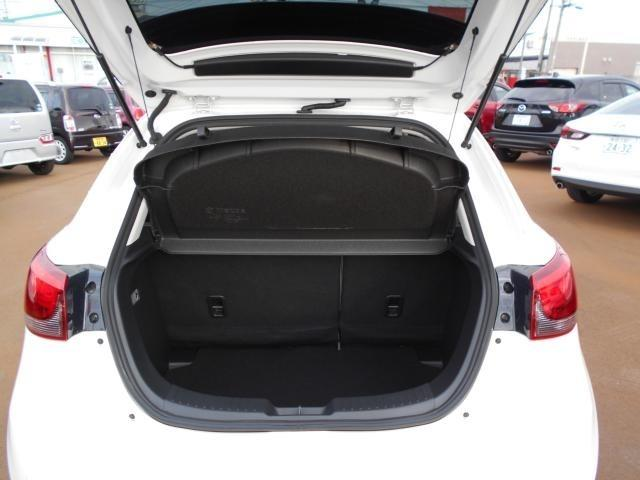 大型スーツケース1個や一般的な大きさのベビーカーが積み込める、実用上十分な容量280L(VDA方式)を確保しています。