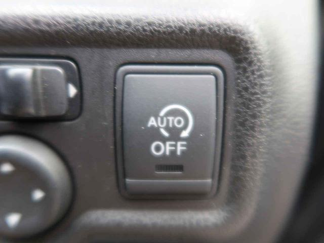[アイドリングストップ]減速中からエンジンを止めてムダな燃料消費を抑え、さらなる低燃費に貢献します。エンジンの再始動は、ブレーキを離すかハンドルを動かすだけ。交差点でもスムーズな発進が可能です。
