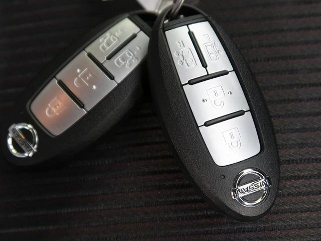[インテリジェントキー&プッシュスタート]荷物を持っている際にも鍵をポケットやカバンに入れたまま、ドアノブにタッチするだけでドアの開閉ができます。